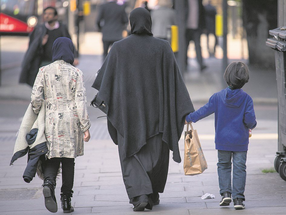 Child in fostering row 'should live with non-practising Muslim' grandmother